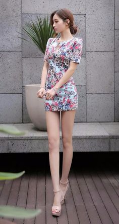 Alice In Wonderland photo effect and a cute dress Beautiful Legs, Beautiful Asian Girls, Beautiful Outfits, Sexy Dresses, Short Sleeve Dresses, Asian Fashion, Sexy Legs, Asian Woman, Beauty Women