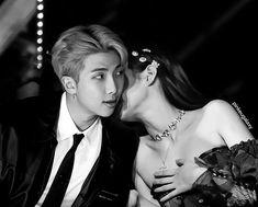 😍💔 • #kimnamjoon #kimjennie #rm #jennie #namjen #bts #blackpink #blackbangtan #armyblink #armlink #si Namjoon, Bts Taehyung, Bts Jimin, Korean Couple, Korean Girl, Bts Girlfriends, Mixtape, Vkook Memes, Kpop Couples