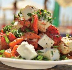 Salată de ardei copți cu telemea de capră - Retete culinare - Romanesti si din Bucataria internationala Burger Recipes, Vegetarian Recipes, Cooking Recipes, Healthy Recipes, Healthy Food, Good Food, Yummy Food, Romanian Food, Balanced Meals