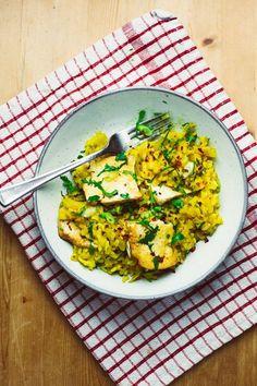Lowly | Smoked Tofu Kedgeree - Amazing Vegan Breakfast Rice Bacon Breakfast, Indian Breakfast, Breakfast Dishes, Vegan Breakfast, Lunches And Dinners, Meals, Tempeh Bacon, Leftover Rice, Long Grain Rice