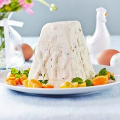 Pasha - have no idea but it looks good Easter Recipes, Happy Easter, Vanilla Cake, Food Inspiration, Feta, Yummy Food, Sweets, Cheese, Baking