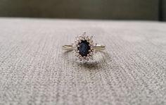 Antico oro bianco diamanti Halo e zaffiro anello di fidanzamento Vintage cluster glamour anni cinquanta Ballerina bianco 14K Gold 6 dimensioni