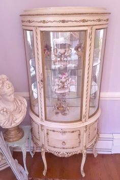 French Gilded Ormolu Curio Romantic Cottage, Romantic Homes, Shabby Cottage, Cottage Style, Decoration, Art Decor, Home Decor, Shabby Chic Furniture, Painted Furniture