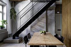 Raw walls, beautiful wide floor planks, dark veneer elements and a few industrial details make this space feel more like New York than Stock...