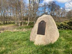 Ein Stein erinnert an den Tod von Mitgleidern der Hamburger Kaufmannsfamilie von Schinckel