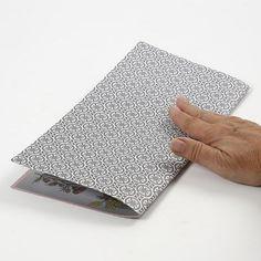 Rektangulær papirdiamant i designpapir fra Vivi Gade Vellum Paper, Diy Paper, Paper Diamond, Origami Design, Design Seeds, One Design, Craft Items, Wooden Beads, Leather Cord