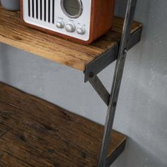 Møbler med genbrugstræ Deco Baroque, Design, Products, Recycled Wood, Wall Shelves, Bookcase Closet, Decorative Shelves, Basement Shelving, Design Comics
