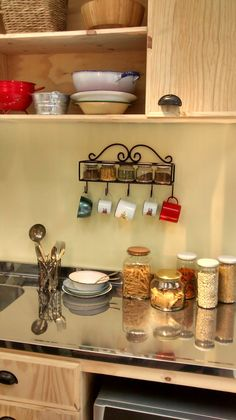 Small Kitchen Organization, Diy Kitchen Storage, Kitchen Decor, Rolled Paper Art, Kitchen Ornaments, Coffee Bar Home, Metal Rack, Iron Decor, Metal Furniture
