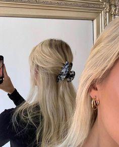 Blonde Hair Looks, Brown Blonde Hair, Girls With Blonde Hair, Long Blond Hair, Blonde Hair Outfits, Hair Inspo, Hair Inspiration, Aesthetic Hair, Blonde Aesthetic