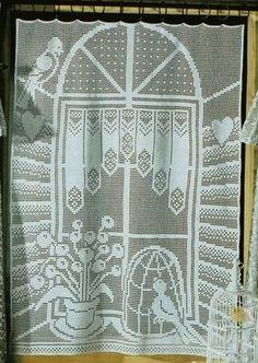 C'est un rideau en trompe l'œil représentant une fenêtre, deux oiseaux et une cage. Le filet est un peu fourni et vous demandera de la patience pour la réalisation, néanmoins si vous suivez scrupuleusement la grille, ce ne sera pas difficile. Rideau Oiseaux...