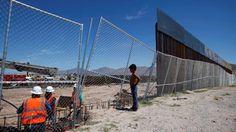 Výstavba plota pri Sunland Park na americko-mexickom pohraničí