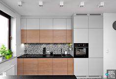 REALIZACJA mieszkania z czarnym jeleniem - Mała otwarta kuchnia jednorzędowa, styl nowoczesny - zdjęcie od HOME & STYLE