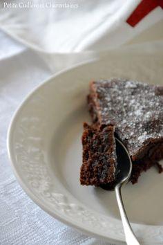 Petite Cuillère et Charentaises: Kladdkaka { Gâteau au chocolat comme en Suède } Suede, Comme, Pudding, Baking, Desserts, Food, Google, Scandinavian Recipes, Sweet Recipes