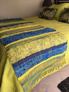Piecera en hilo de algodón y lana oveja Weaving Art, Tapestry Weaving, Loom Weaving, Hand Weaving, Textiles, Linen Bedroom, Tear, Sissi, Rug Hooking