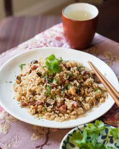 This Chineserecipe features some of the best dried and preserved Chinese ingredients: dried shrimp, Chinese sausage and dried mushrooms. Traditionally, this dish is made with white rice or sticky, glutinous rice. But we're using brown…