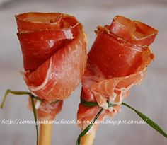 Jamon Iberico roses - You can put them in a vase but I don't think they will be there for long ; Healthy Eating Tips, Healthy Recipes, Vegetable Drinks, Food Decoration, Appetisers, Food Presentation, High Tea, Appetizer Recipes, Food Porn