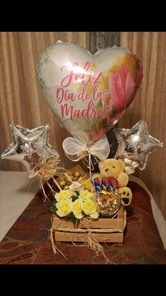 Chocolate Bouquet, Gift Baskets, Ideas Para, Christmas Bulbs, Birthdays, Gift Ideas, Holiday Decor, Gifts, Inspiration