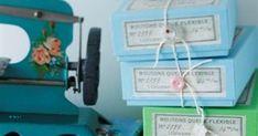 blue & green         ★ ★ ★ BUTTON BOX SET (1,470円) ★ ★ ★     いろんなカラフルカラーのBoxに     いろんなカラフル&楽しいカタチの     ビンテージ&アンティークボタンがくっついた!     OHASHI O...