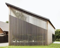 Private house by Gramazio Kohler  Using slats which block the direct sun in summer but can allow sun in the winter... Can this be dine with vertical slats?