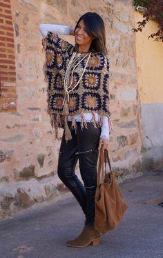 Fabulous Crochet a Little Black Crochet Dress Ideas. Georgeous Crochet a Little Black Crochet Dress Ideas. Pull Crochet, Love Crochet, Crochet Granny, Crochet Shawl, Crochet Top, Diy Crafts Dress, Diy Crafts Crochet, Crochet Scarves, Crochet Clothes