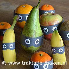 Classroom treats with fruit - traktatie Fruit boefjes Fruit Decorations, Food Decoration, School Treats, School Snacks, Birthday Treats, Party Treats, Healthy Treats, Healthy Kids, Class Snacks