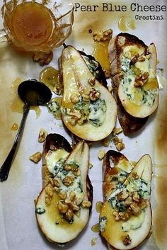 Pear and Blue Cheese Crostini Appetizer recipe. Elegant pear and blue cheese crostini appetizer recipe. Perfect for your next dinner party. via Cooking on The Ranch Crostini Appetizers Recipe, Appetisers, Appetizers For Party, Appetizer Recipes, Canapes Recipes, Gourmet Appetizers, Pear Recipes Dinner, Canapes Ideas, Party Canapes