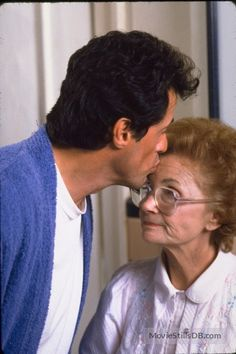 Stop Or My Mom Will Shoot publicity still of Sylvester Stallone & Estelle Getty