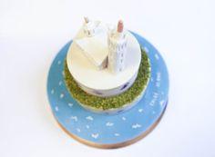 Gâteau Bonne Mère Notre Dame de la Garde à Marseille par les créateurs de gâteaux Chez Bogato 7 rue Liancourt, Paris 14e. Ouvert du mardi au samedi de 10h à 19h. Tel. 01 40 47 03 51 Cake Design Birhtday cake Gâteau d'anniversaire • Cake Design