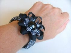Flip Flops with Flair - Wholesale Ribbon - May Arts Ribbon Ribbon Bracelets, Bow Bracelet, Bracelet Crafts, Braided Bracelets, Flower Bracelet, Ribbon Braids, Ribbon Bows, Ribbons, Ribbon Flower