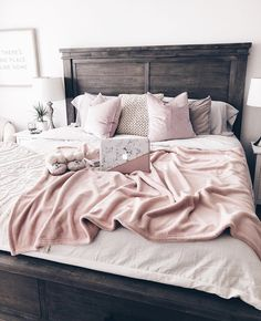 30 Chic And Unique Pink Bedroom Design And Decorating Ideas for Teen Girl – Home and Apartment Ideas Home Bedroom, Modern Bedroom, Bedroom Decor, Bedroom Ideas, Teen Bedroom, Bedroom Inspo, Home Interior, Interior Design, Pink Bedroom Design