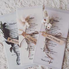 メニュー表 既製品も沢山あったけど、いまいちわたし好みのものがなかったので手作りで 紙選びから字体選び、優柔不断なので完成まですごく時間がかかったけどよく出来た!! #メニュー表#席札#tablenames #麻ひも#ドライフラワー#クラフト紙#手作り#ペーパーアイテム#weddingdecor #結婚式準備#トレーシングペーパー
