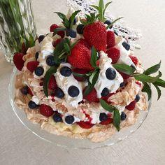 Pavlova cake