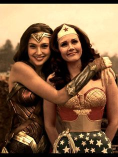 Gal Gadot & Linda Carter - Wonder Woman - then and now - Wonder Woman Kunst, Wonder Woman Art, Gal Gadot Wonder Woman, Wonder Woman Comic, Superman Wonder Woman, Wonder Women, Wonder Woman Pictures, Wonder Woman Quotes, Wonder Woman Cosplay