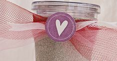 makes: diy: glitter cup Glitter Wine Glasses, Diy Wine Glasses, Glitter Jars, Glitter Tumblers, Diy Crafts For Gifts, Crafts To Make And Sell, Bunco Gifts, Diy Tumblers, Custom Tumblers