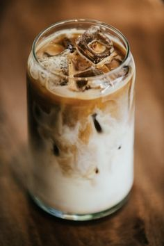 Café Latte, Latte Macchiato, Iced Latte, Aesthetic Coffee, Aesthetic Food, Comidas Fitness, Coffee Pictures, Coffee Photography, Asian Desserts