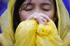 Tears, raindrops fall as Pope Francis holds solemn homily in Yolanda-hit Tacloban - Yahoo News Philippines Wind And Rain, Pope Francis, Rain Drops, Natural Disasters, Pilgrim, Philippines, Hold On, Fall, Yahoo News