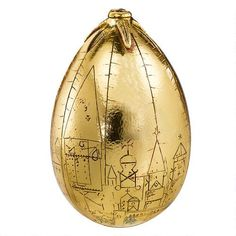 This Golden Egg Prop Replica is an authentic replica of the golden egg used as a goal in the First Task of the Triwizard Tournament in Harry Potter and the Goblet of Fire. Harry Potter Golden Egg, Harry Potter Laden, Objet Harry Potter, Décoration Harry Potter, Boutique Harry Potter, Harry Potter Accesorios, Noble Collection Harry Potter, Hogwarts, Goblet Of Fire