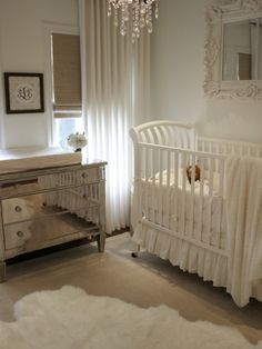 Sheepskin rug nursery. Mixture of shine and warmth, neutral palette. White sheepskin rug that gives a clean impression.