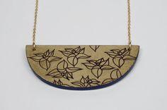 Collier en Laque et Feuille d'Or. Décor Floral par LAKLAKparis, $68.00