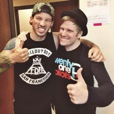 Patrick Stump wearing a Twenty Øne Piløts shirt and Jøsh Dun wearing a Fall Out Boy shirt. SO AMAZING THIS PICTURE IS PERFECTION