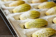 Delicate and soft classic French cookies flavored with matcha powder, these Green Tea Madeleines make the most delightful sweet treat. Invite your friends over and enjoy with Japanese tea like sencha, hojicha, or genmaicha. Tea Recipes, Baking Recipes, Dessert Recipes, Honey Pancakes, Green Tea Cookies, French Cookies, Easy Japanese Recipes, Poblano, Cookie Flavors