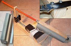 Приспособление для заточки ножей. Резьбовая штанга М8, две большие шайбы и гайки надёжно удерживают брусок длиной 200 мм, термоусадочная трубка закрывает резьбу. Два зажима для бумаг фиксируют подставку направляющей на требуемой высоте, обеспечивая плавную регулировку угла заточки. Основание - брус 40 мм, который при работе удерживается в руке.