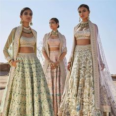 I went out with my sister's friend to shop for her Bridal Lehenga. She did all her research overnight for the latest trends and decided how her bridal lehenga is gonna be! Indian Wedding Outfits, Bridal Outfits, Indian Outfits, Dress Wedding, Boho Wedding, Wedding Hijab, Indian Attire, Indian Clothes, Luxury Wedding