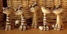 Kočka sibiřka 1 Pottery Animals, Ceramic Animals, Polymer Clay Ornaments, Polymer Clay Miniatures, Pottery Sculpture, Sculpture Clay, Pottery Place, Clay Cats, Paper Mache Clay