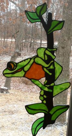 Stained glass frog by Les Burnett Stained Glass Birds, Stained Glass Suncatchers, Stained Glass Designs, Stained Glass Projects, Stained Glass Patterns, Stained Glass Windows, Fused Glass, Mosaic Patterns, Glass Frog