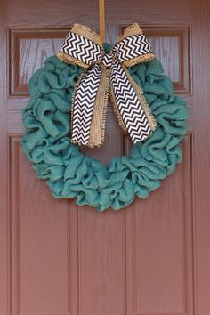 Natural Burlap Chevron Wreath Godin can you help me make this? Love the color! Burlap Projects, Burlap Crafts, Wire Crafts, Diy Craft Projects, Diy And Crafts, Arts And Crafts, Craft Ideas, Decorating Ideas, Interior Decorating