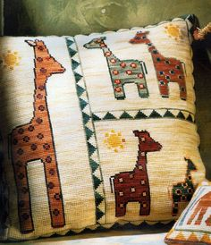 Cross Stitch Cushion, Needlepoint Pillows, Cross Stitch Animals, Embroidery Patterns, Dream Catcher, Needlework, Projects To Try, Weaving, Throw Pillows