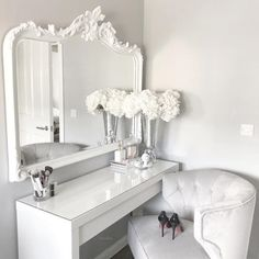 How many times can one girl change up her dressing table decor? How many times can one girl change up her dressing table decor? Sala Glam, Girls Bedroom, Bedroom Decor, Bedroom Ideas, Bedrooms, Decor Room, Bedroom Storage, Dressing Table Decor, Dressing Tables