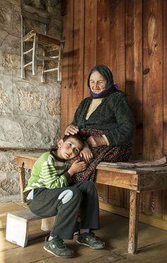 BÜYÜKANNEYE BAKIM MAAŞI! Geçen hafta Çalışma ve Sosyal Güvenlik Bakanı Mehmet Müezzinoğlu'nun açıkladığı projeye göre, doğum yapan annenin çalışma hayatına dönebilmesi için evde torunbakan anneanne ve babaanneye belli bir tutarda torun bakma desteği verilecek. RAKAM NETLEŞMEYE BAŞLADI Çocuk belli bir...