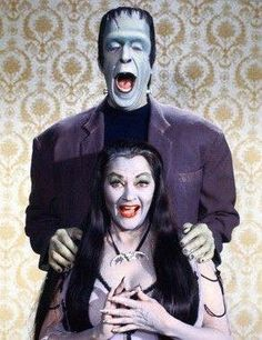 Herman (Fred Gwynne) and Lilly (Yvonne De Carlo) from the classic TV show 'The Munsters'. The Munsters, Munsters Tv Show, Yvonne De Carlo, Beetlejuice, Frankenstein, La Familia Munster, Cinema Tv, Old Shows, Vintage Tv